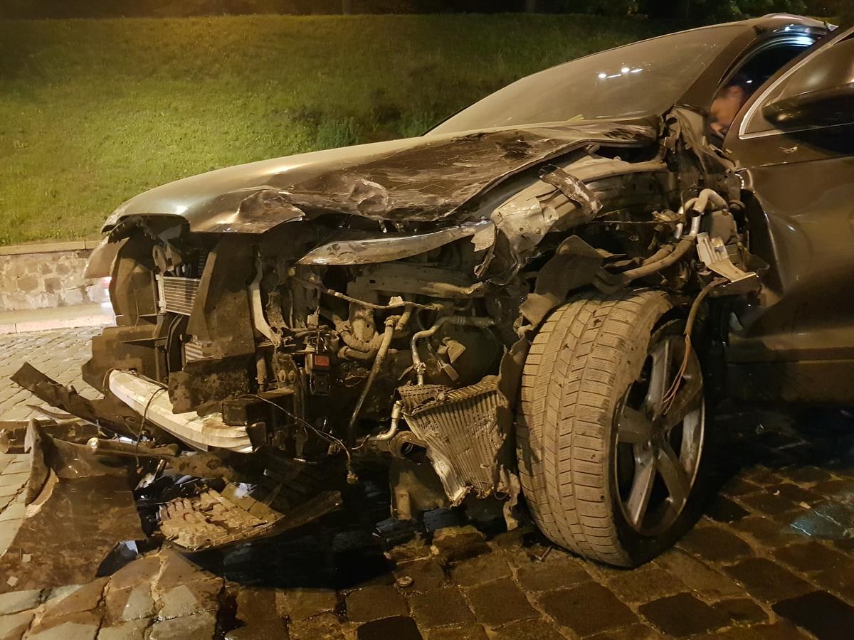 Предварительно, водитель Audi виноват в аварии