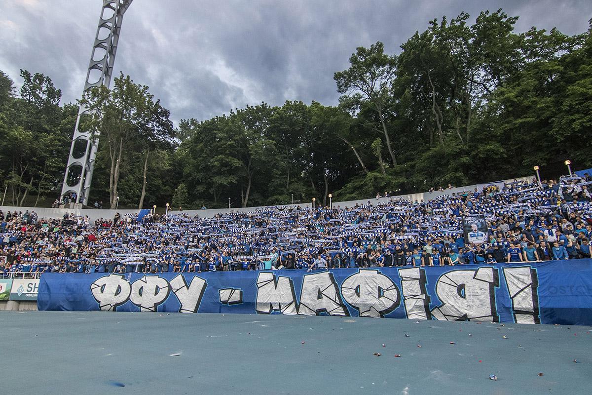 На секторе ультрас вывесили огромный баннер против нынешнего руководства Федерации Футбола Украины