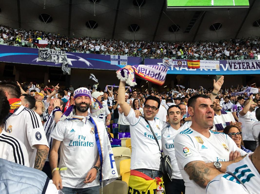 Первый гол Реала бурно встречают фанаты