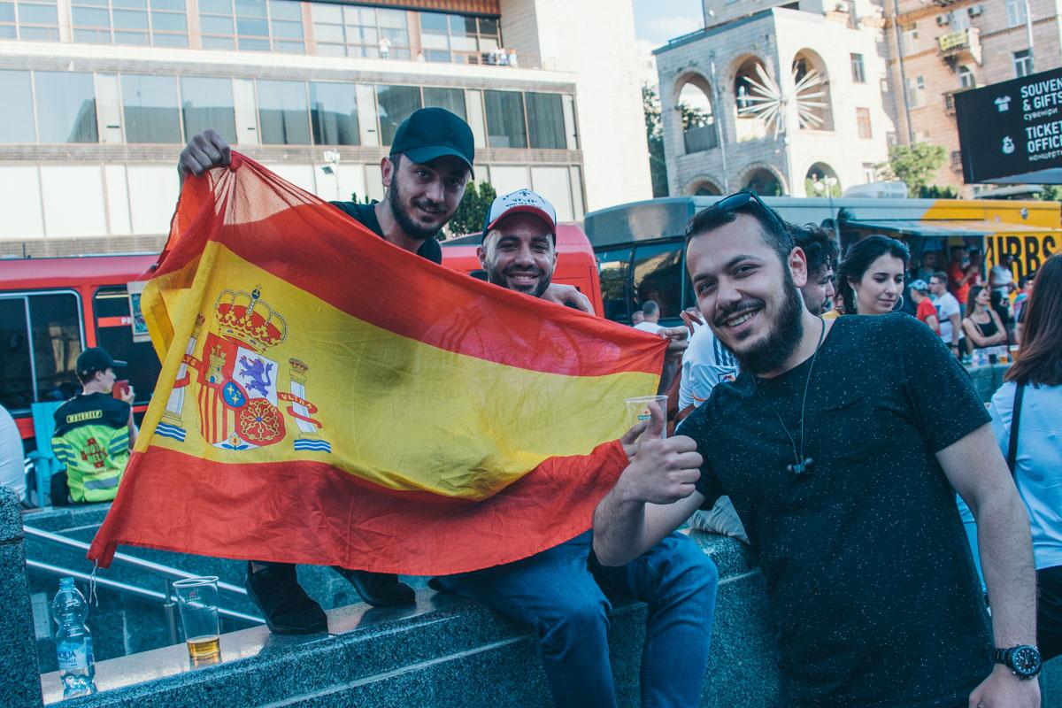 А вот и испанцы
