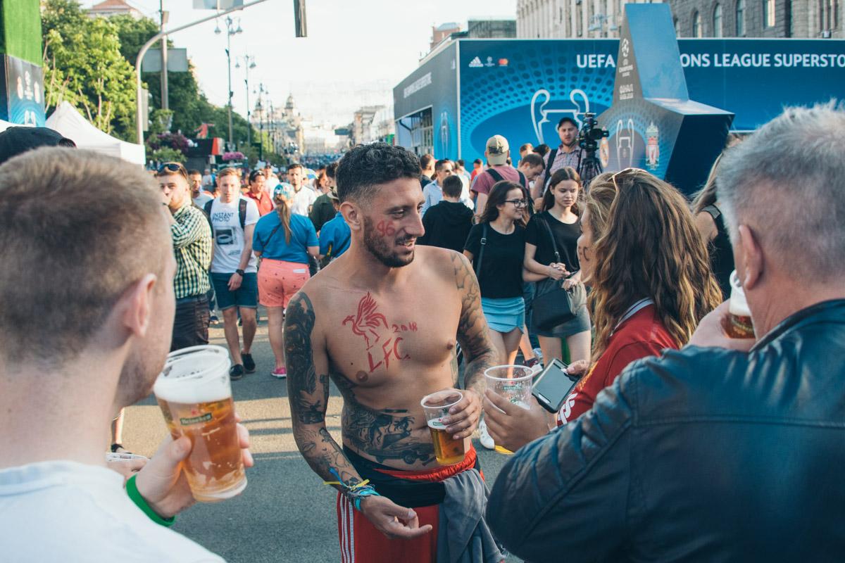 Тату, пиво, девушки и футбол