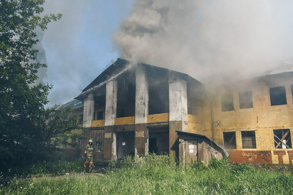 27 мая, на Отрадном (Соломенский район Киева) загорелся 2-этажный дом
