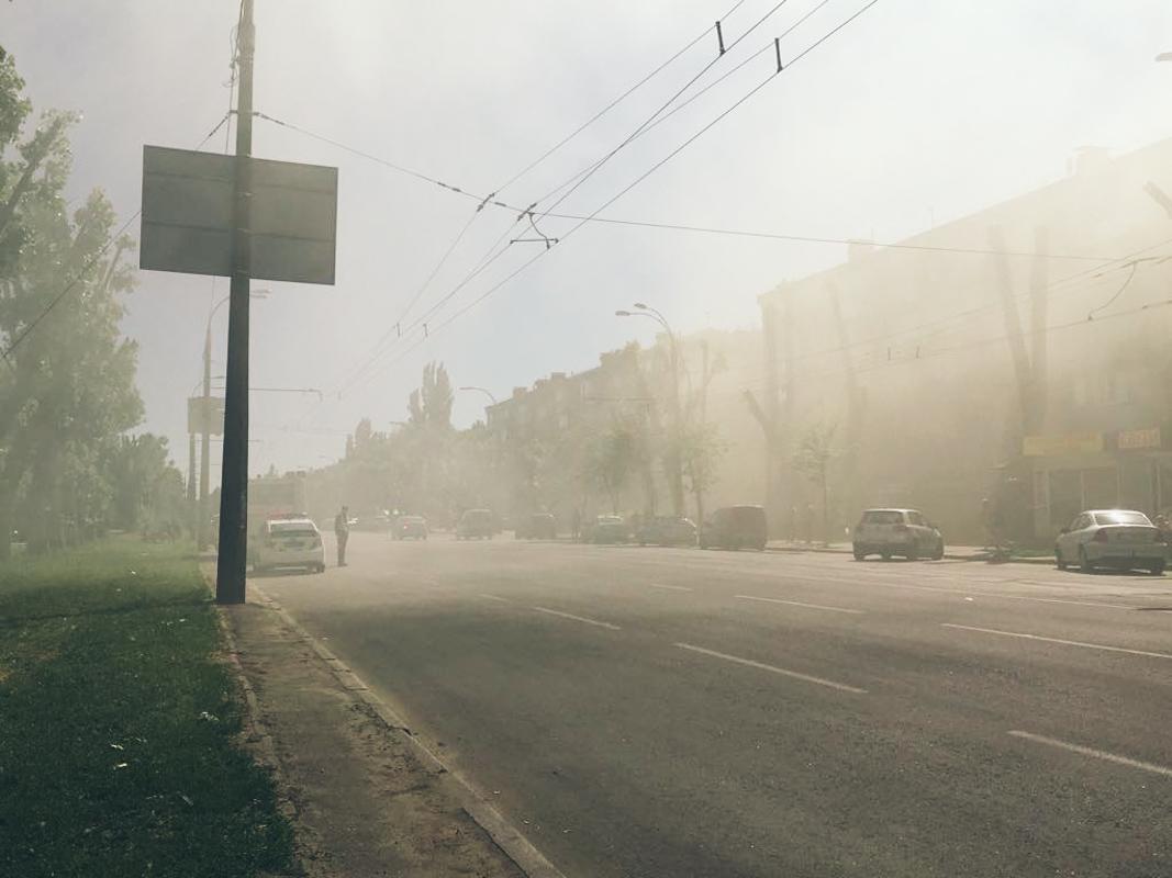 Из-за пожара весь проспект охвачен дымом