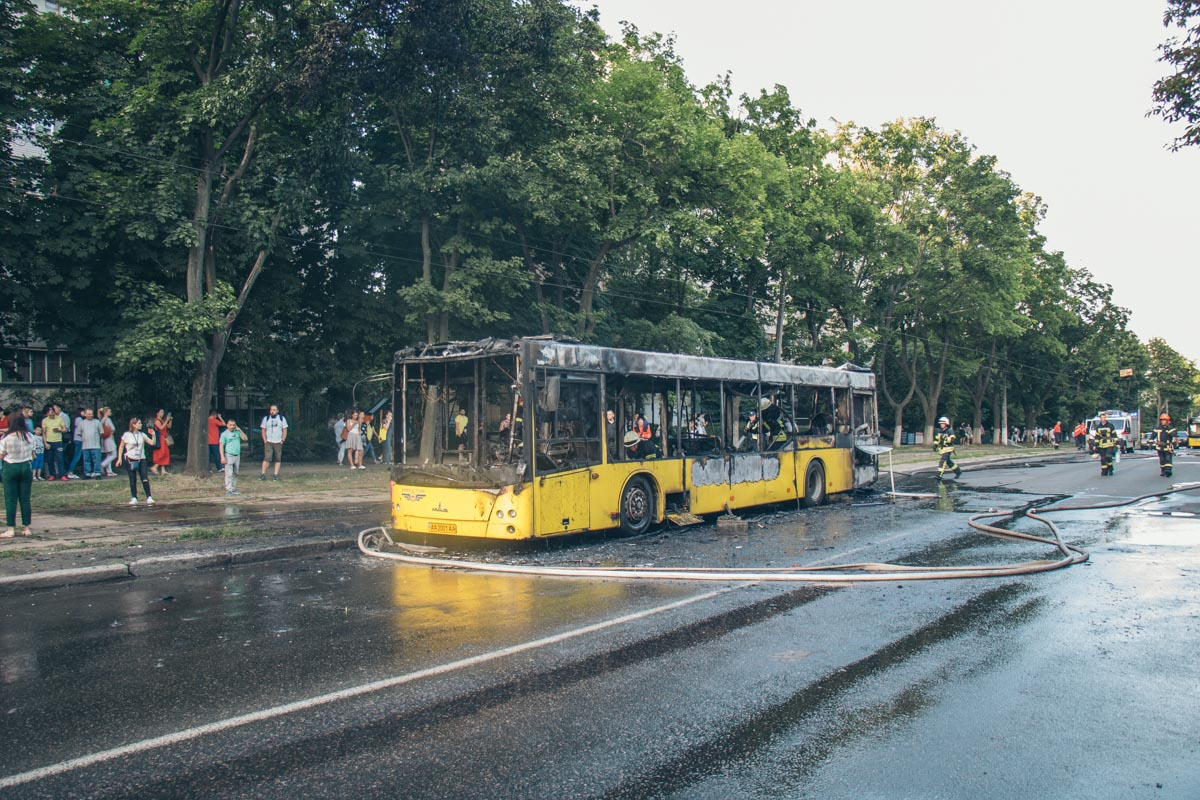 Пожар остановил движение трамваев
