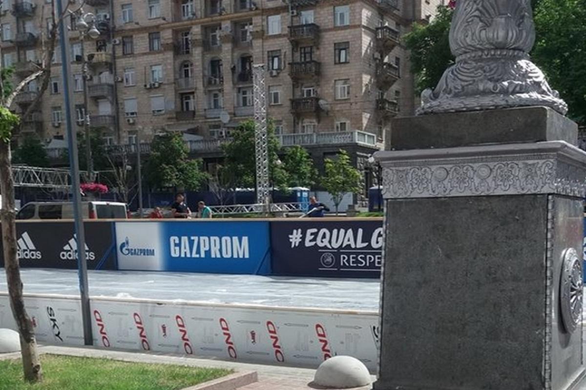 Так выглядел баннер Газпрома, когда его сфотографировала Наталья Мамчур