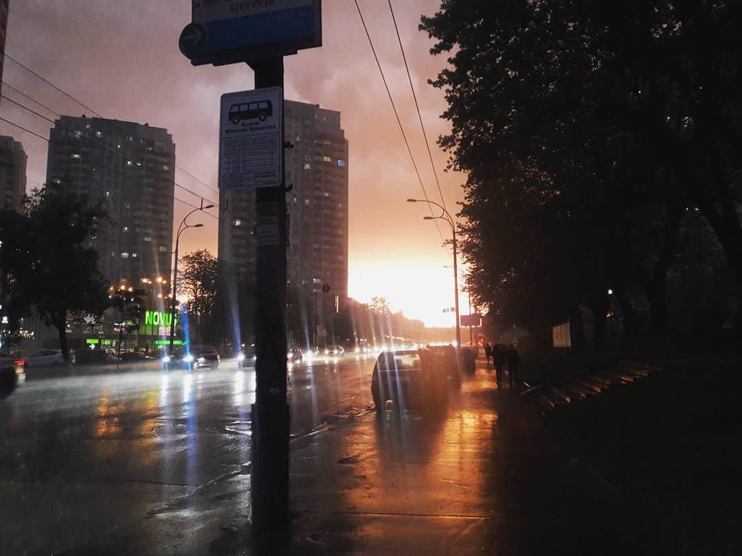 Столицу поливал сильный дождь. Фото: sonya_ostapchuk