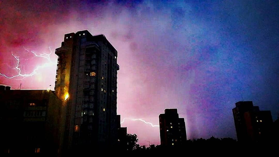 Когда такое за окном, страшно выходить на улицу. Фото: pirogovatanyaa