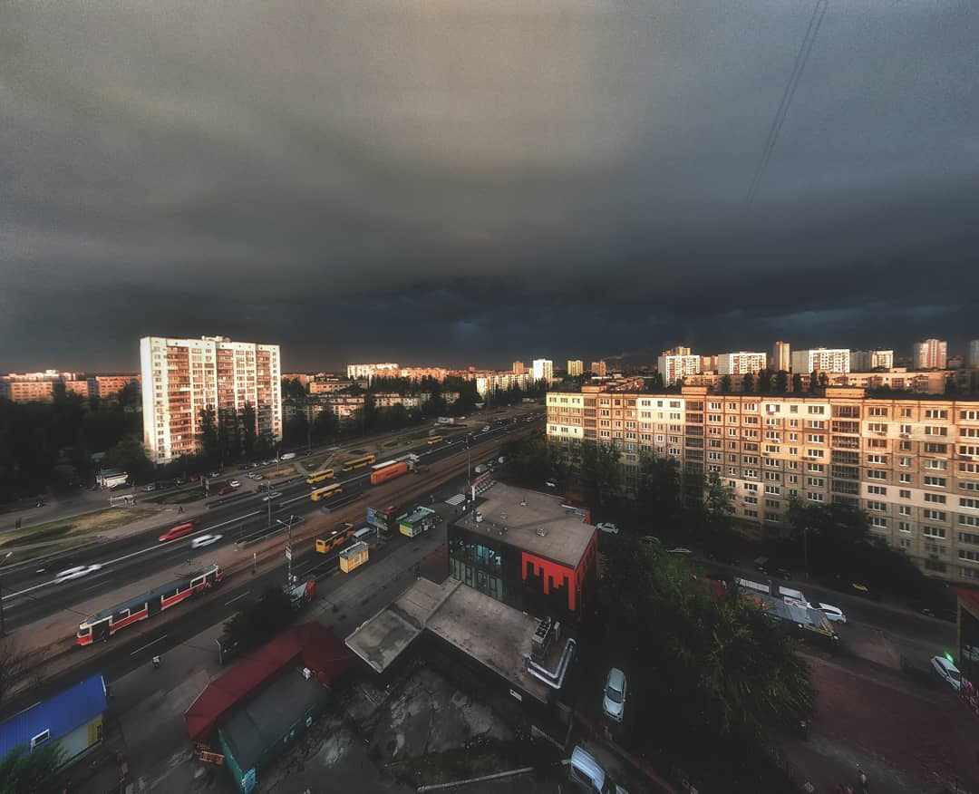 Киев во время грозы прекрасен. Фото: alexander_kalnauzov