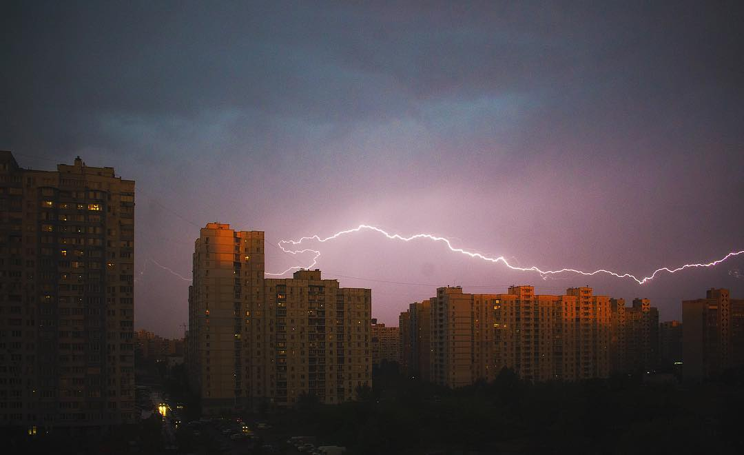 Гремел гром и сверкали молнии. Фото: mayday.ua