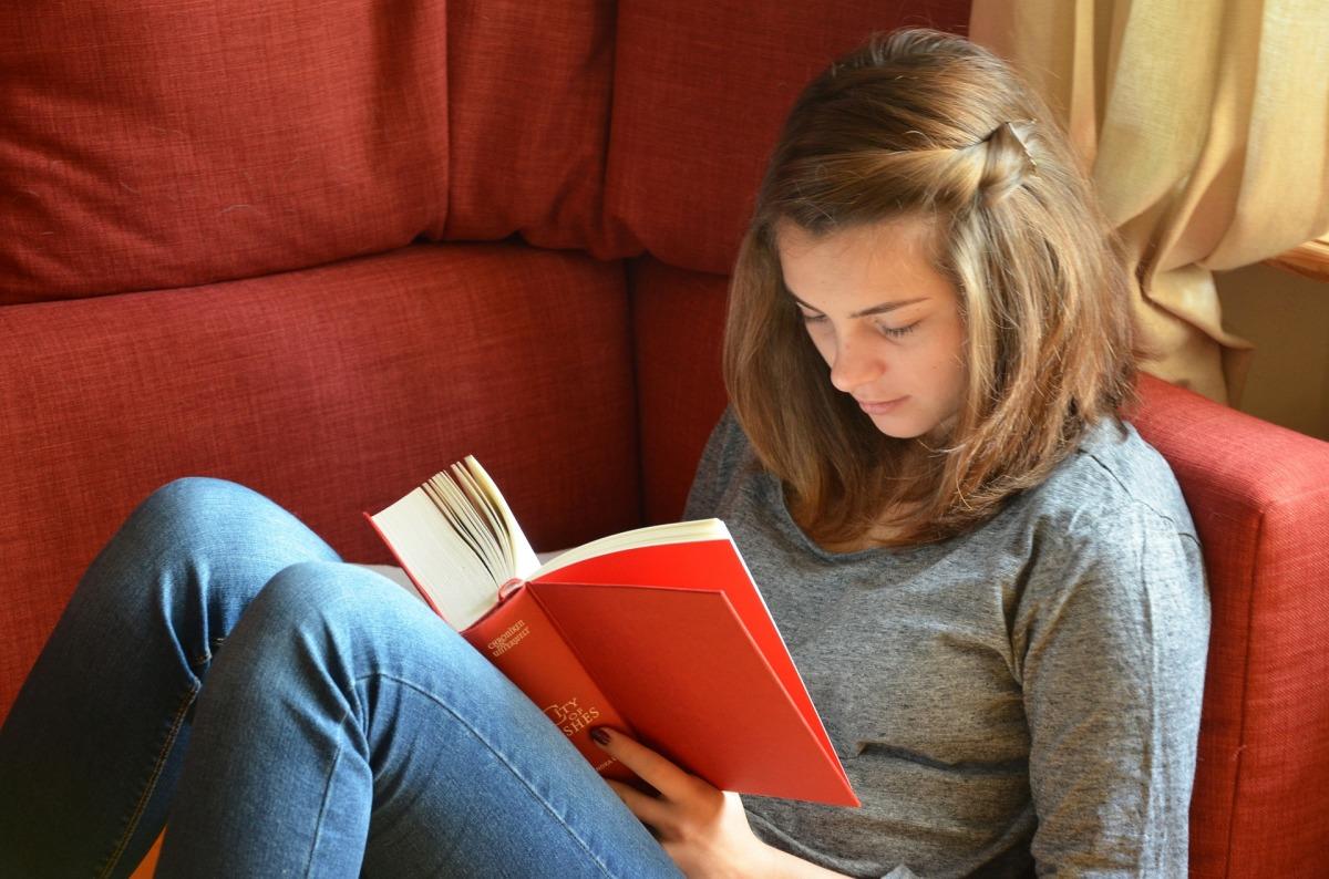 Книжный продюсер Алена Лазуткина представляет откровенный проект «Взрослые чтения»