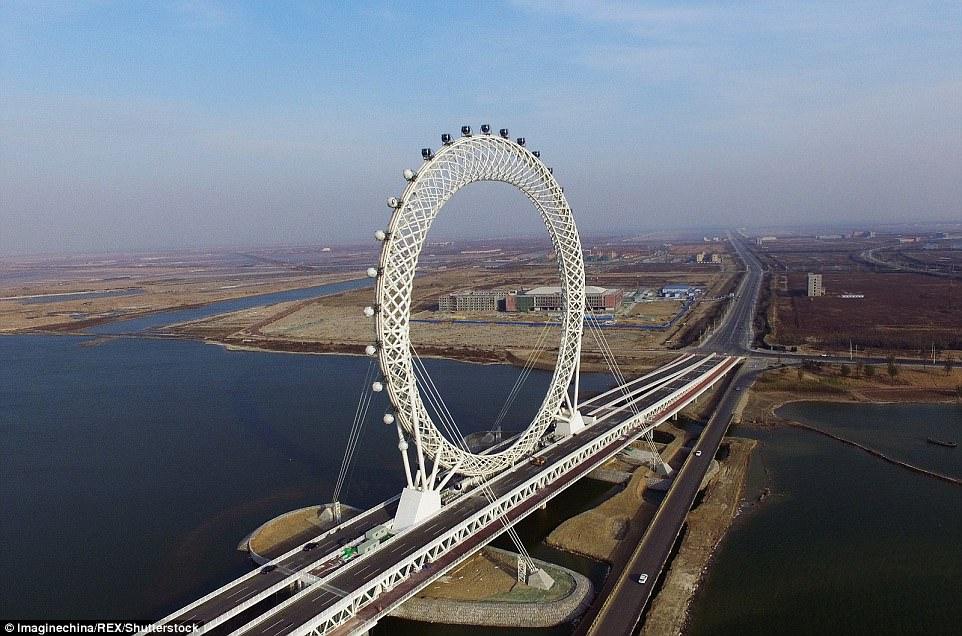 В провинции Шаньдун на востоке Китая люди теперь могут прокатиться на безосевом колесе обозрения