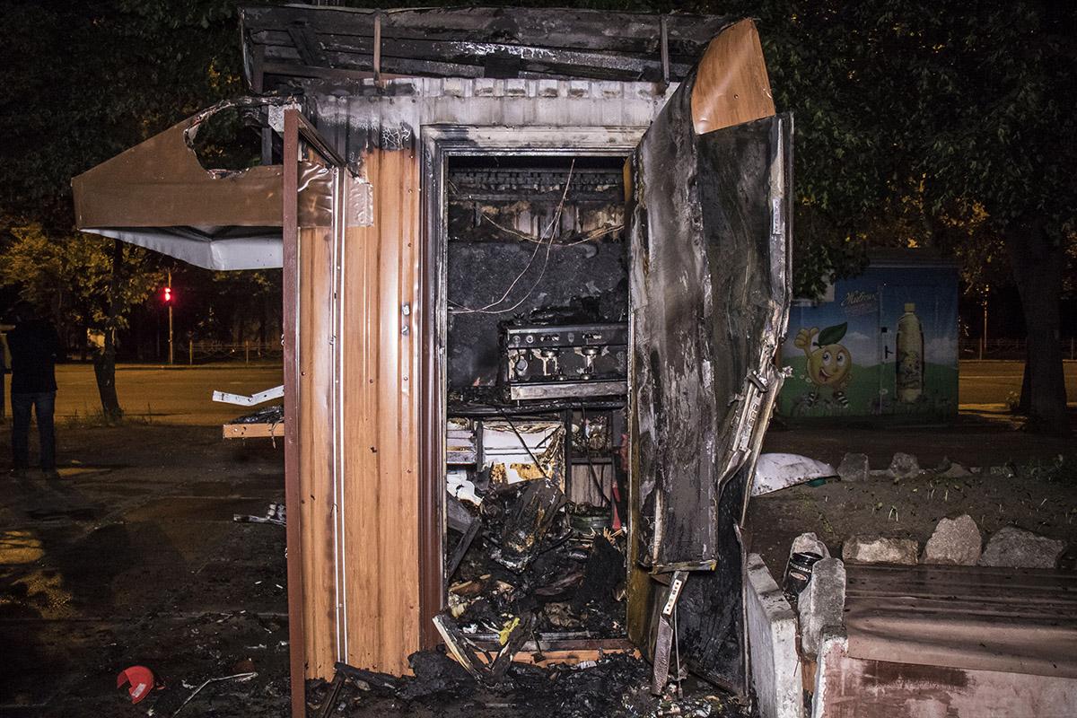 Все, что находилось внутри киоска - сгорело