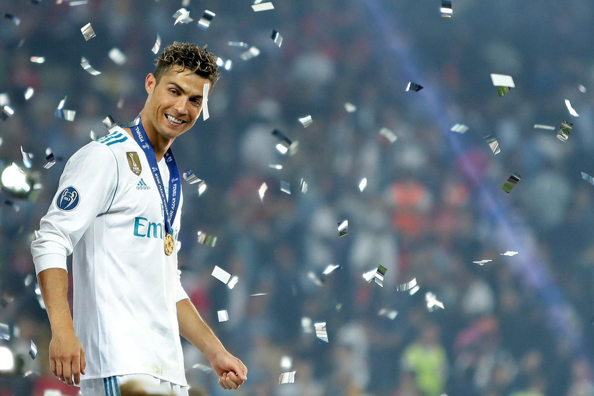 Нападающщий Криштиану Ронадлу стал первым игроком в истории, выигрывавшим Лигу чемпионов пять раз
