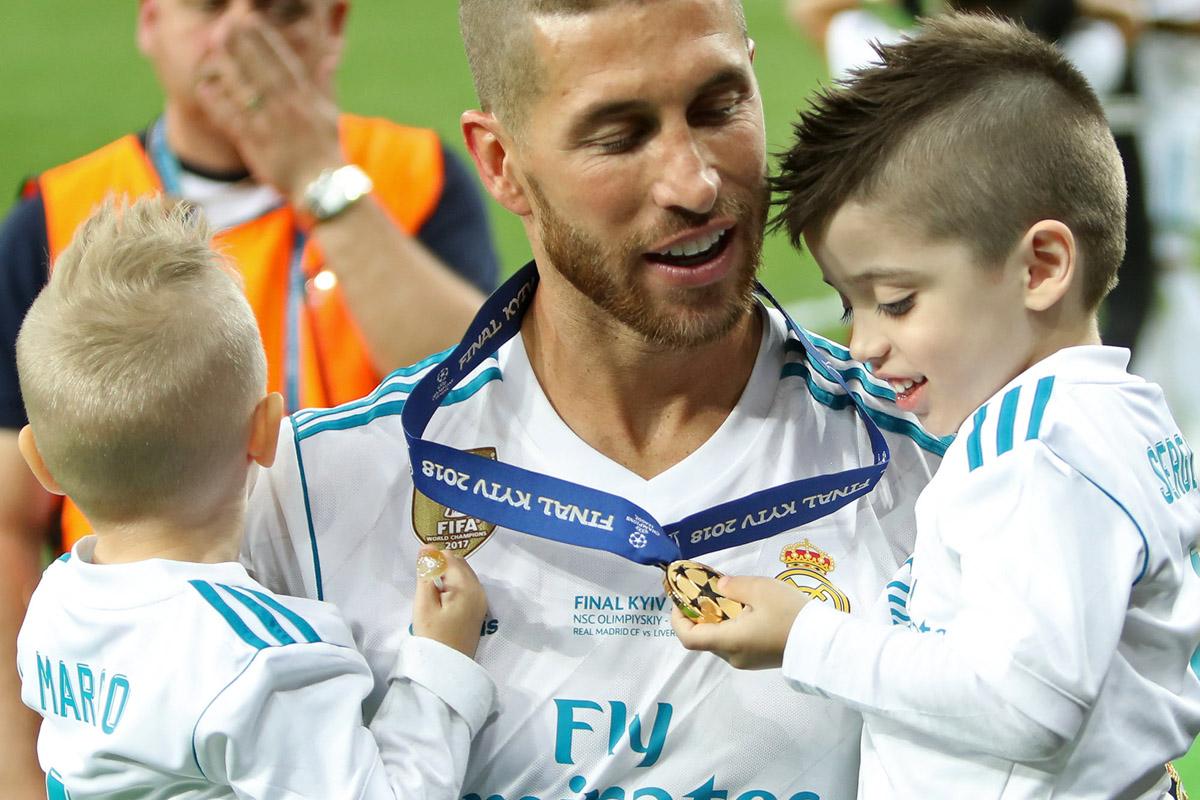 Защитник мадридского «Реала» Серхио Рамос травмировал полузащитника «Ливерпуля» Мохаммеда Салаха