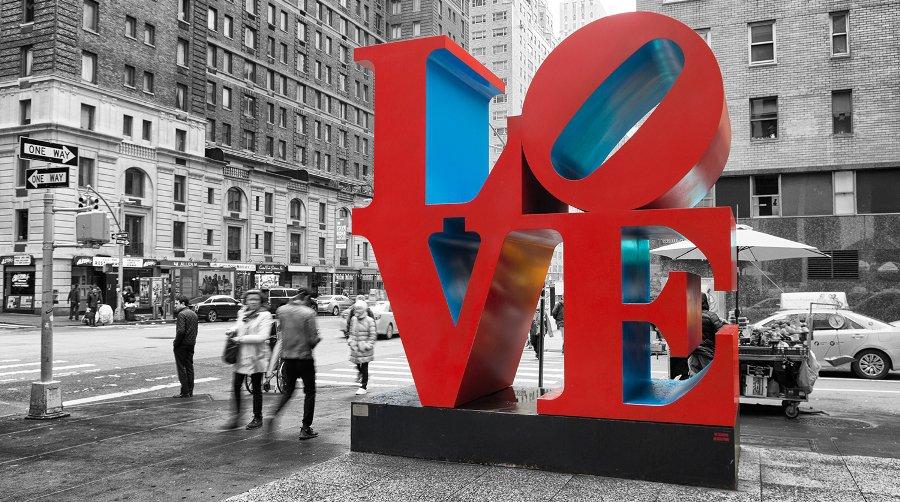 Скульптура LOVE в Нью-Йорке