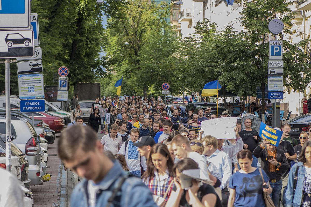 Активисты прошли в сторону Бессарабской площади и свернули на бульвар Тараса Шевченка