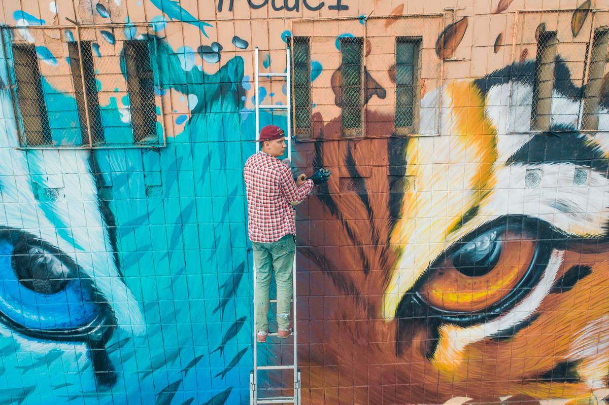 На этот раз Гидеван изобразил на стене тигра с глазами разного цвета