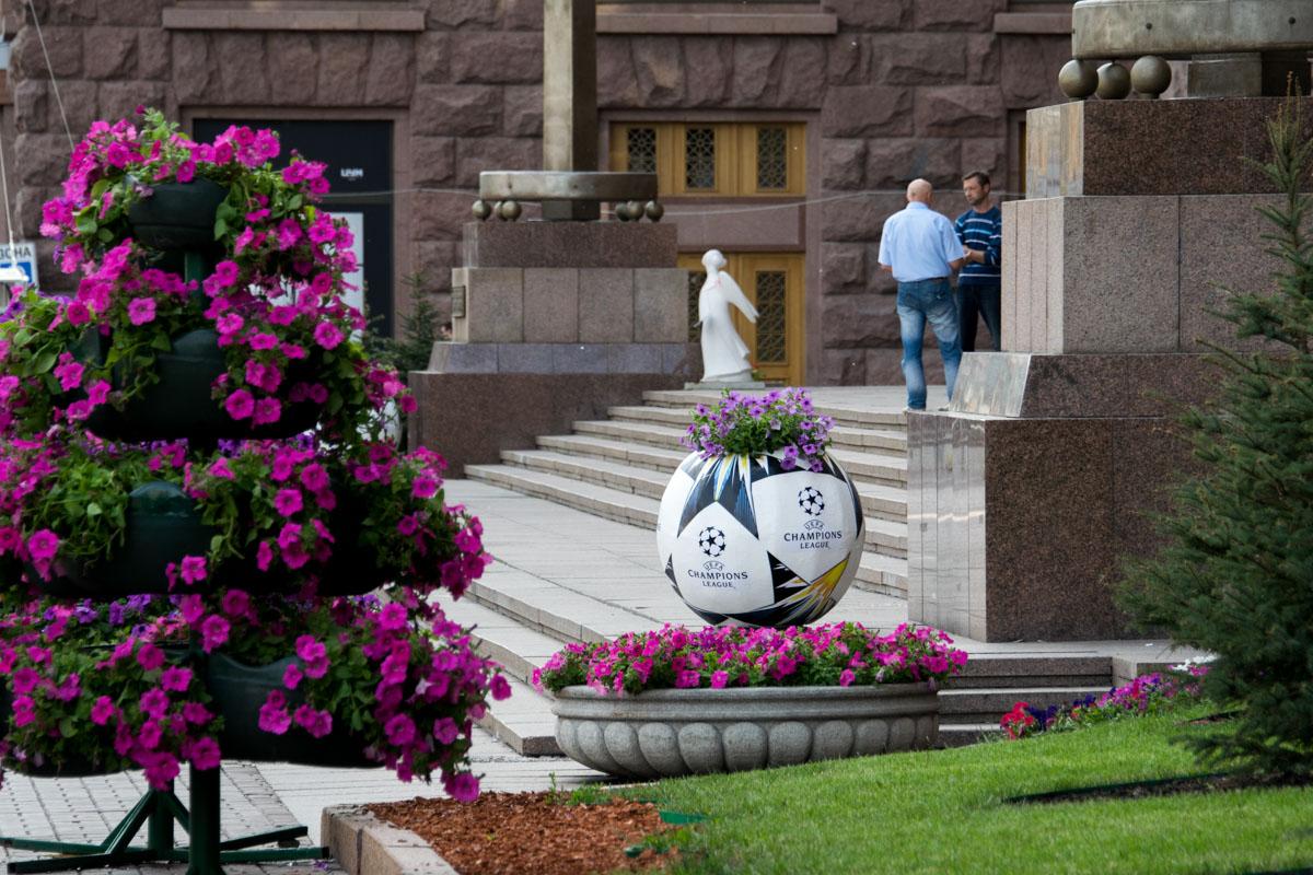 18 мая в городе появились новые футбольные инсталляции