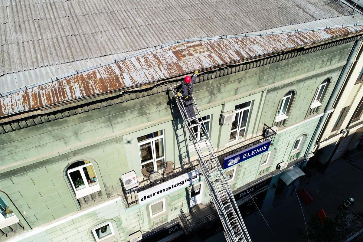 На месте работают спасатели КГГА