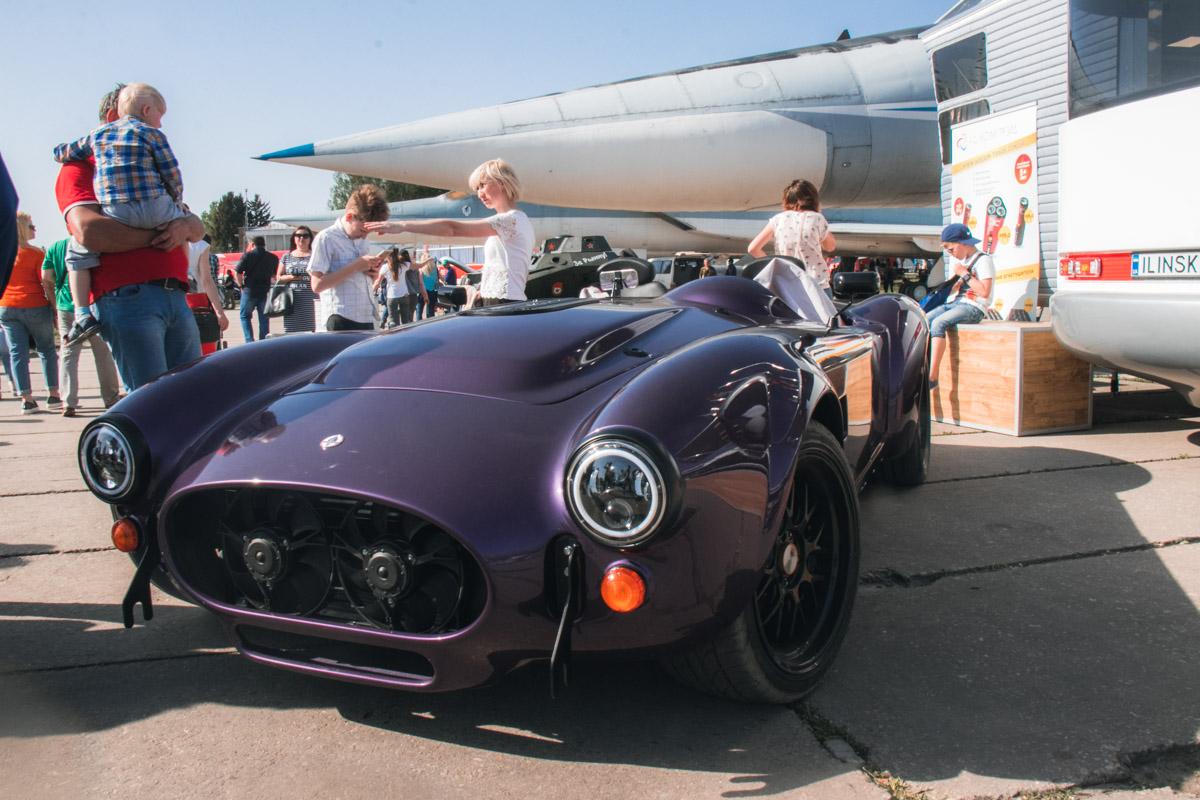 Спортивный автомобиль Cobra