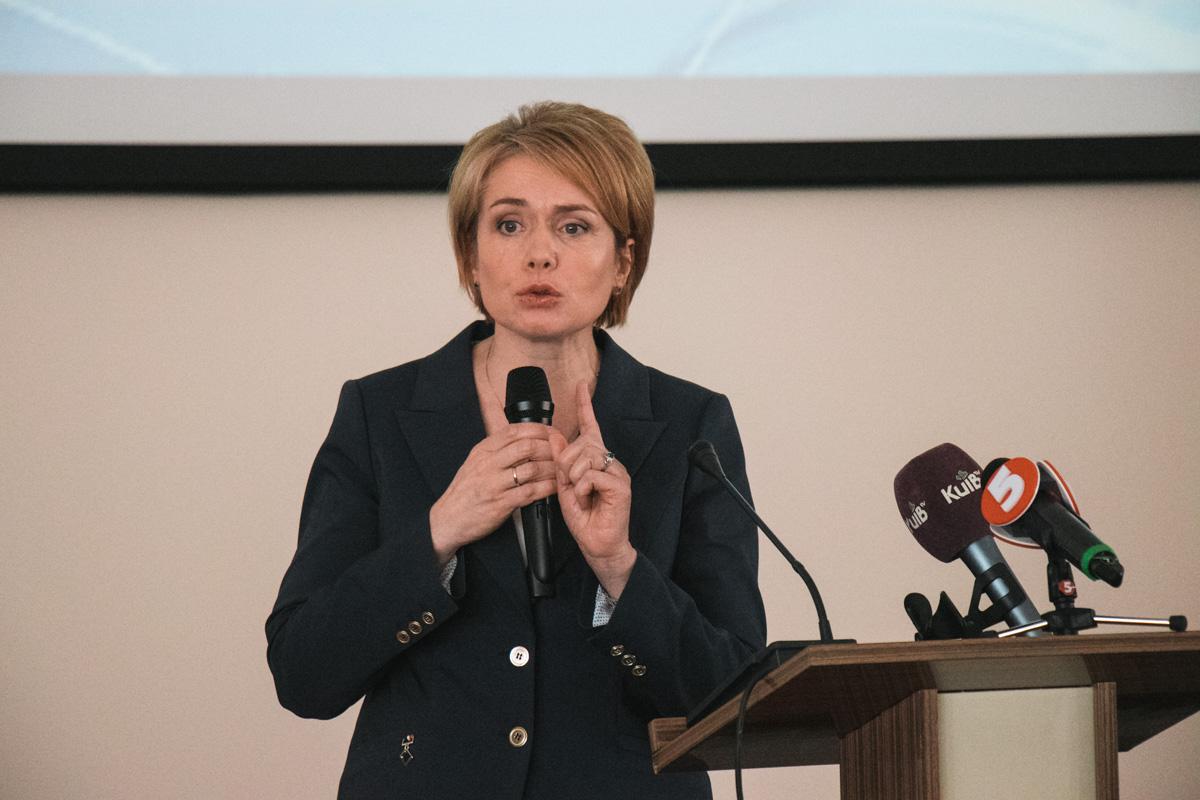 Поздравить полярников с успешным окончанием экспедиции пришла министр образования и науки Лилия Гриневич