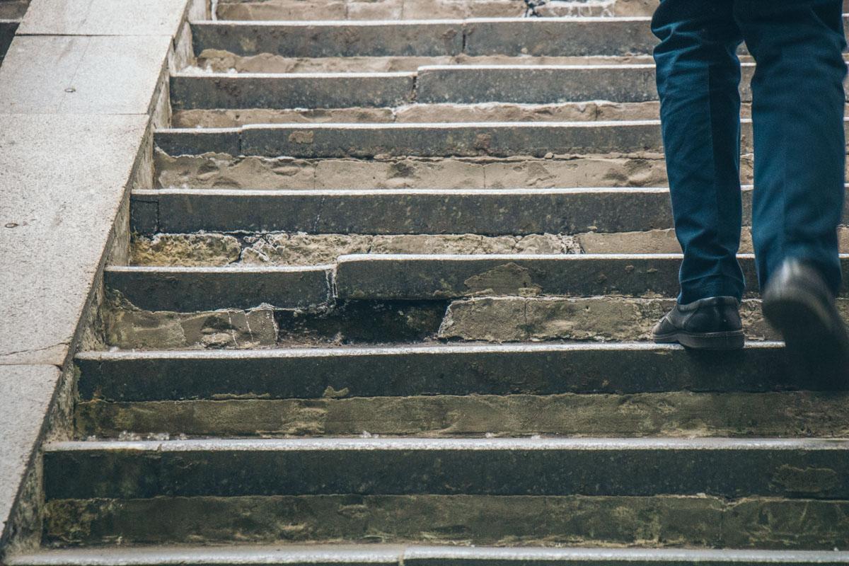 Видно, что ступеньки обновляли, но качественно ли?