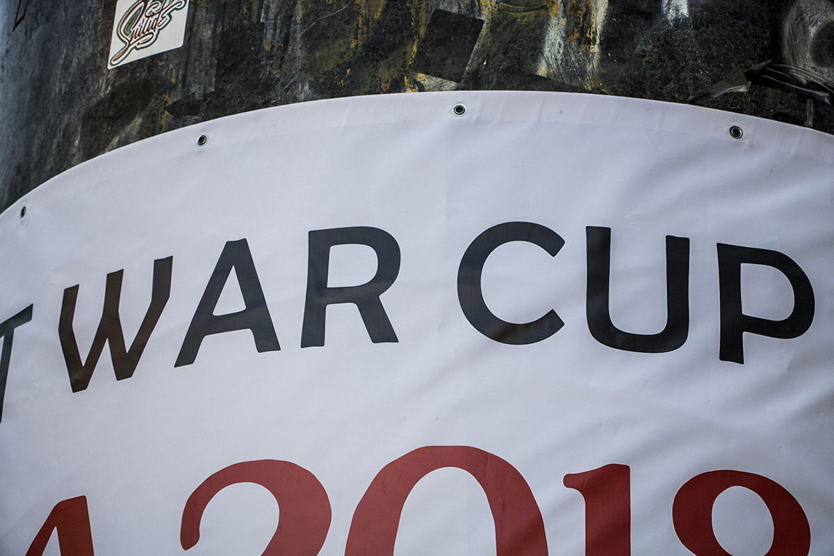 На плакате написали Wor cup (Кубок войны)вместо World cup (Кубок мира)