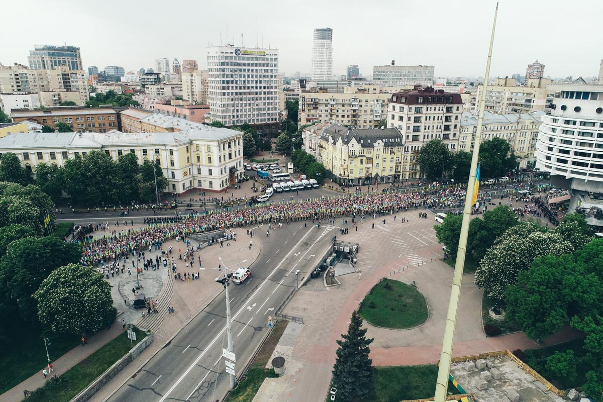 """Участники шествия двигались от метро """"Арсенальная"""" до Парка Вечной Славы"""