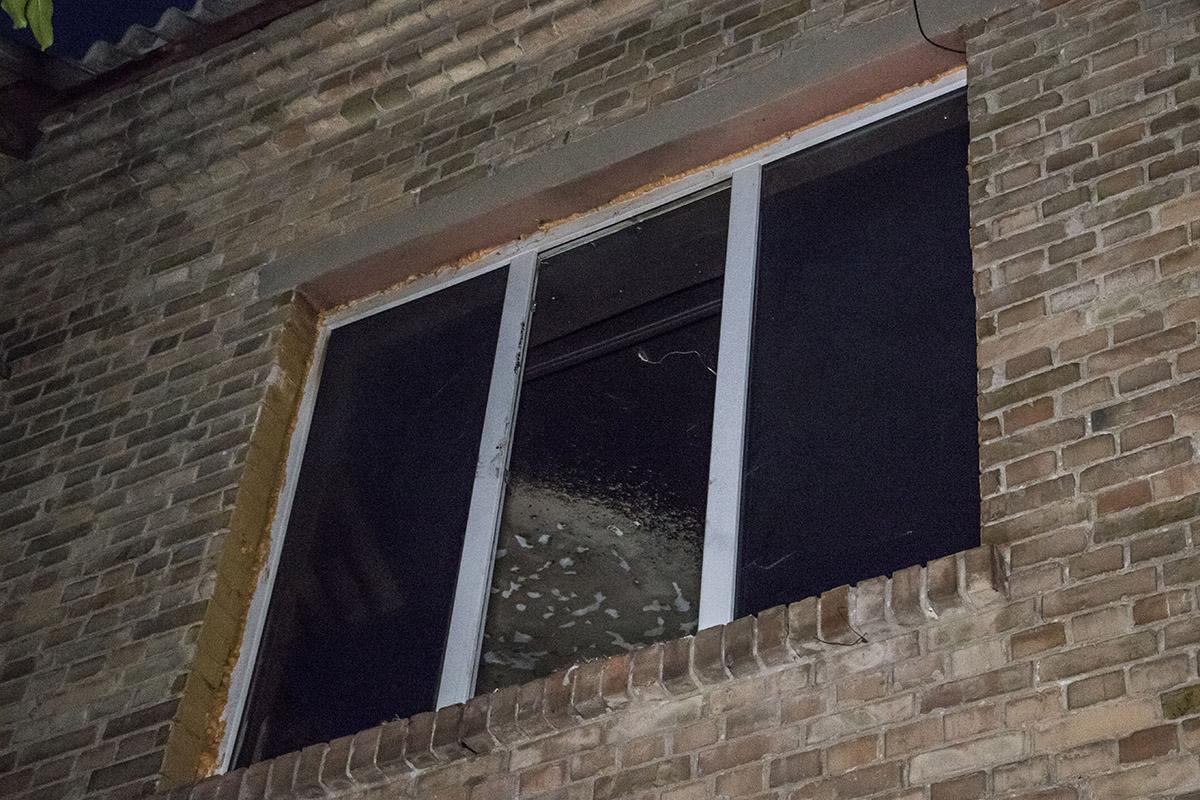 Окно и вся квартира закопчены