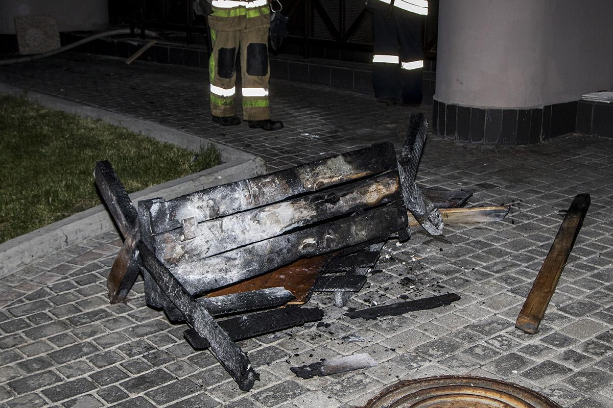 Стол, который стоял в подсобке, вряд ли уже пригоден для использования