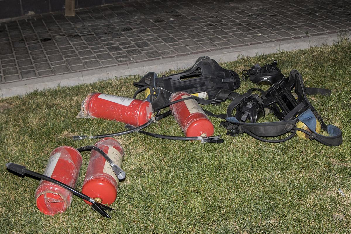 До приезда пожарных местный сантехник принялся тушить огонь самостоятельно