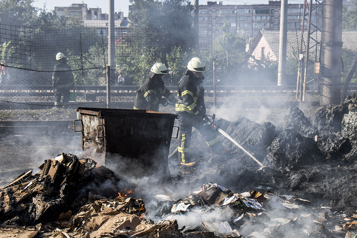 Пожар произошел в Вишневом (Киево-Святошинский район) у ж/д переезда