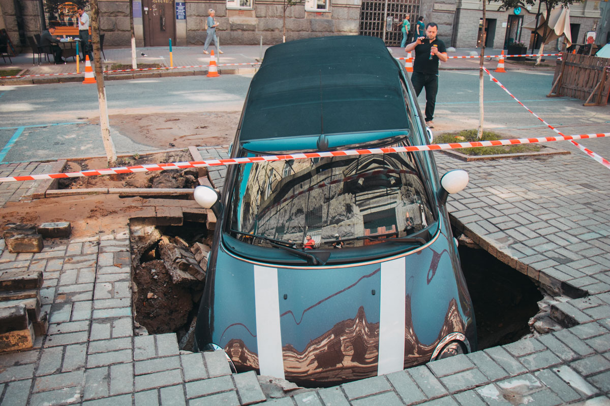 Машина стояла припаркованная напротив дома 2-4/7 на улице Пушкинская