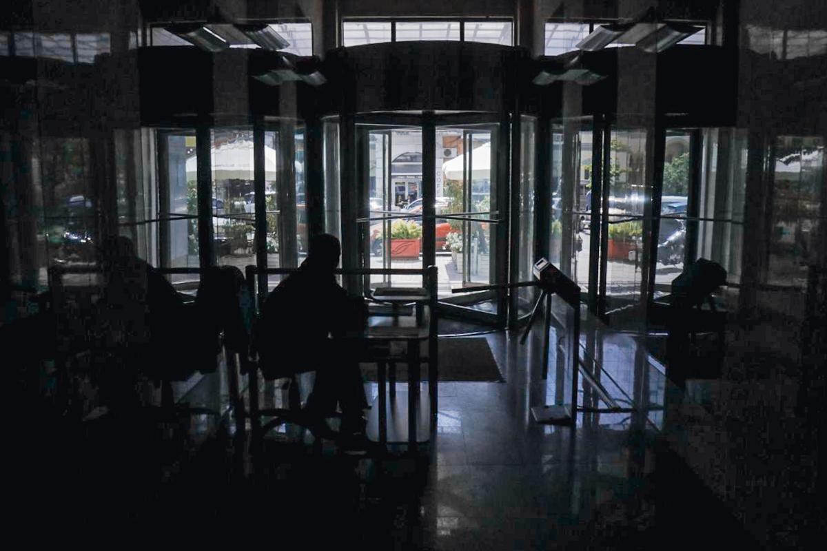 Находящиеся в здании сотрудники СБУ подтвердили проведение следственных действий