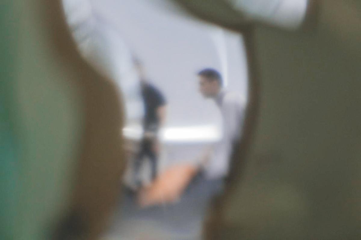 В 9 утра 15 мая неизвестные в черной форме с нашивками СБУ вошли в здание