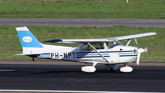 Самолет Cessna Reims F172N Skyhawk летел очень низко и врезался в дерево