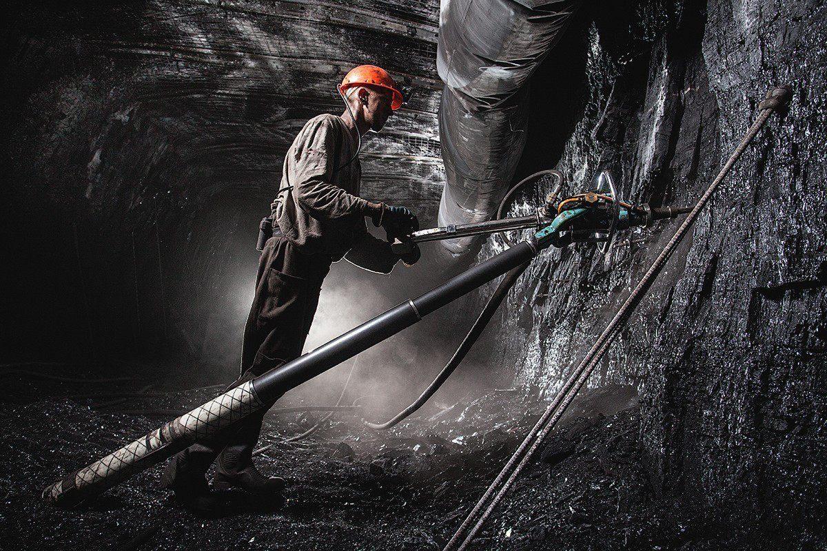 12 мая на шахте «Гвардейская» Криворожского железорудного комбината сорвался один из шахтеров