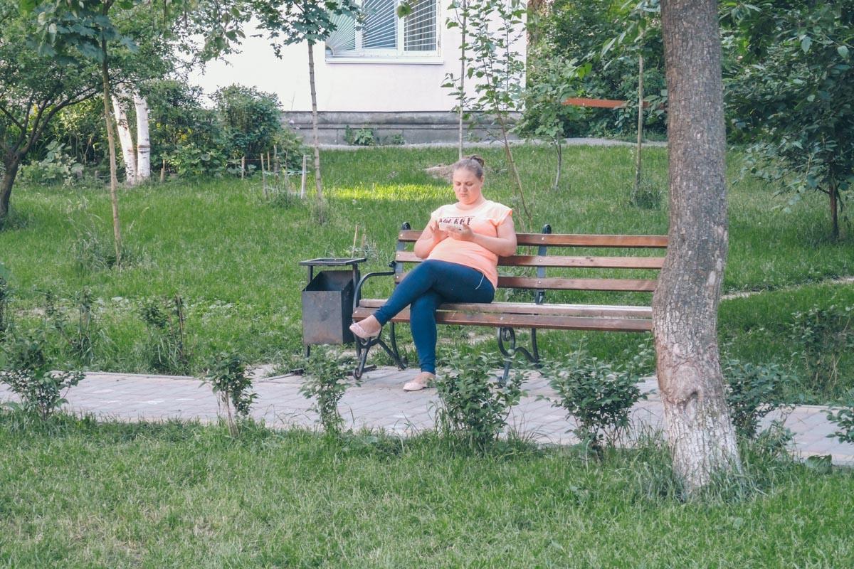 Можно и на скамеечке посидеть