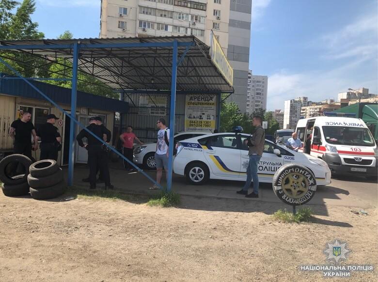 3 мая в Киеве на улице Вешняковской произошел конфликт: пострадали двое мужчин