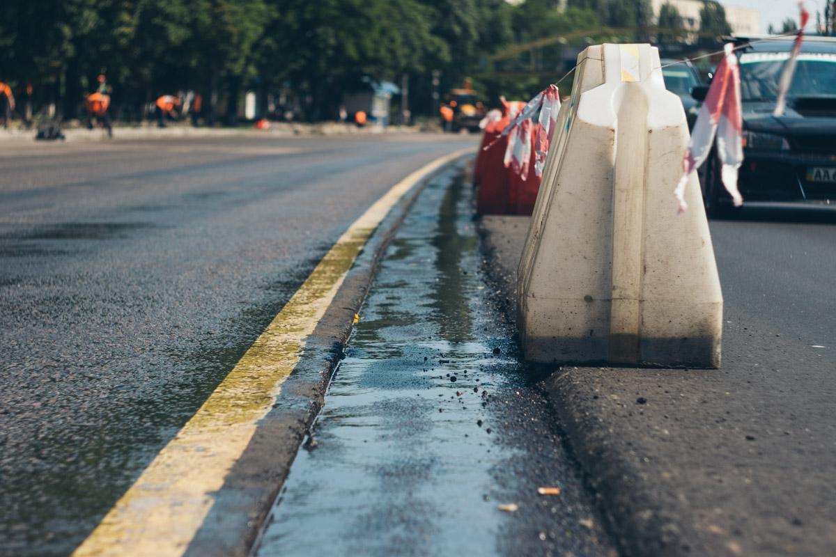 Сейчас начали ремонтировать тротуары и заниматься подготовкой дороги к асфальтированию