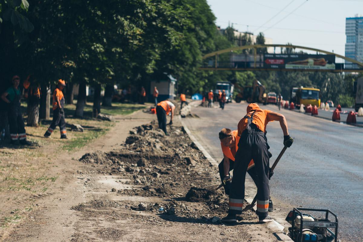 Коммунальщики работают даже в жару