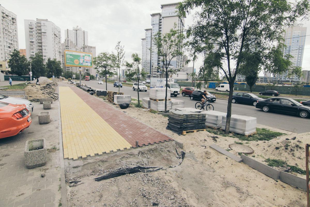 Новый тротуар c велодорожкой на Днепровской набережной