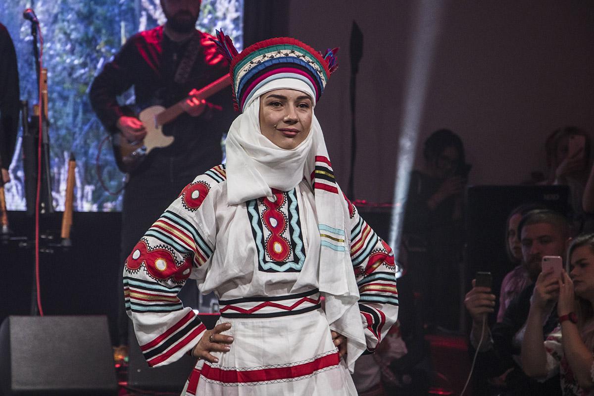 Гости приема могли посмотреть на старинные костюмы из разных уголков Украины