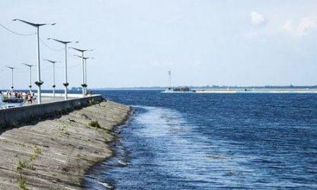 На Киевском море затонула лодка, пропал мужчина