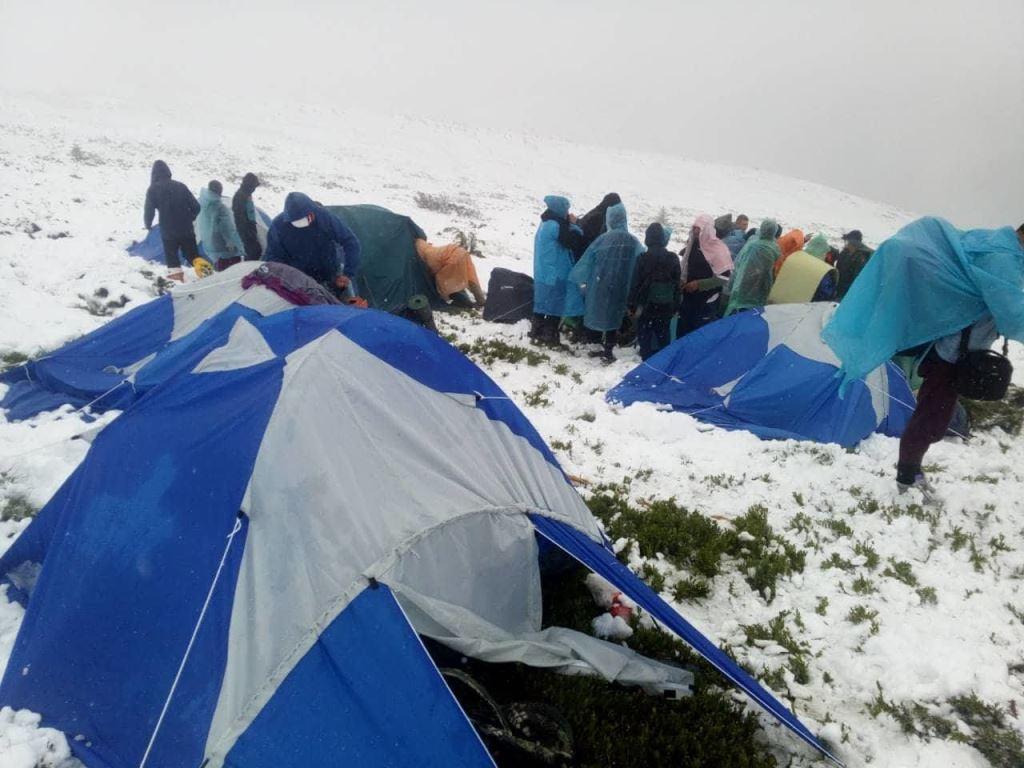С высокогорья спасатели эвакуировали детей