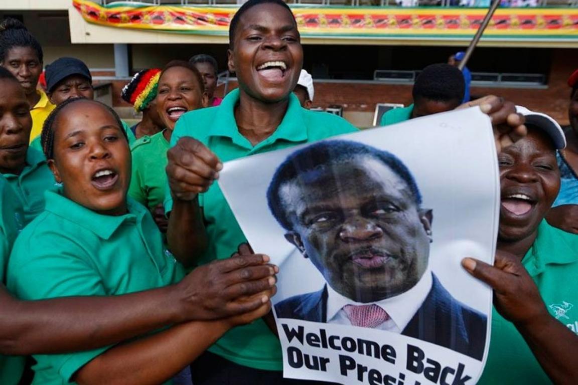 На стадионе взорвали бомбы, когда там выступал президент Зимбабве Эммерсон Мнангагва