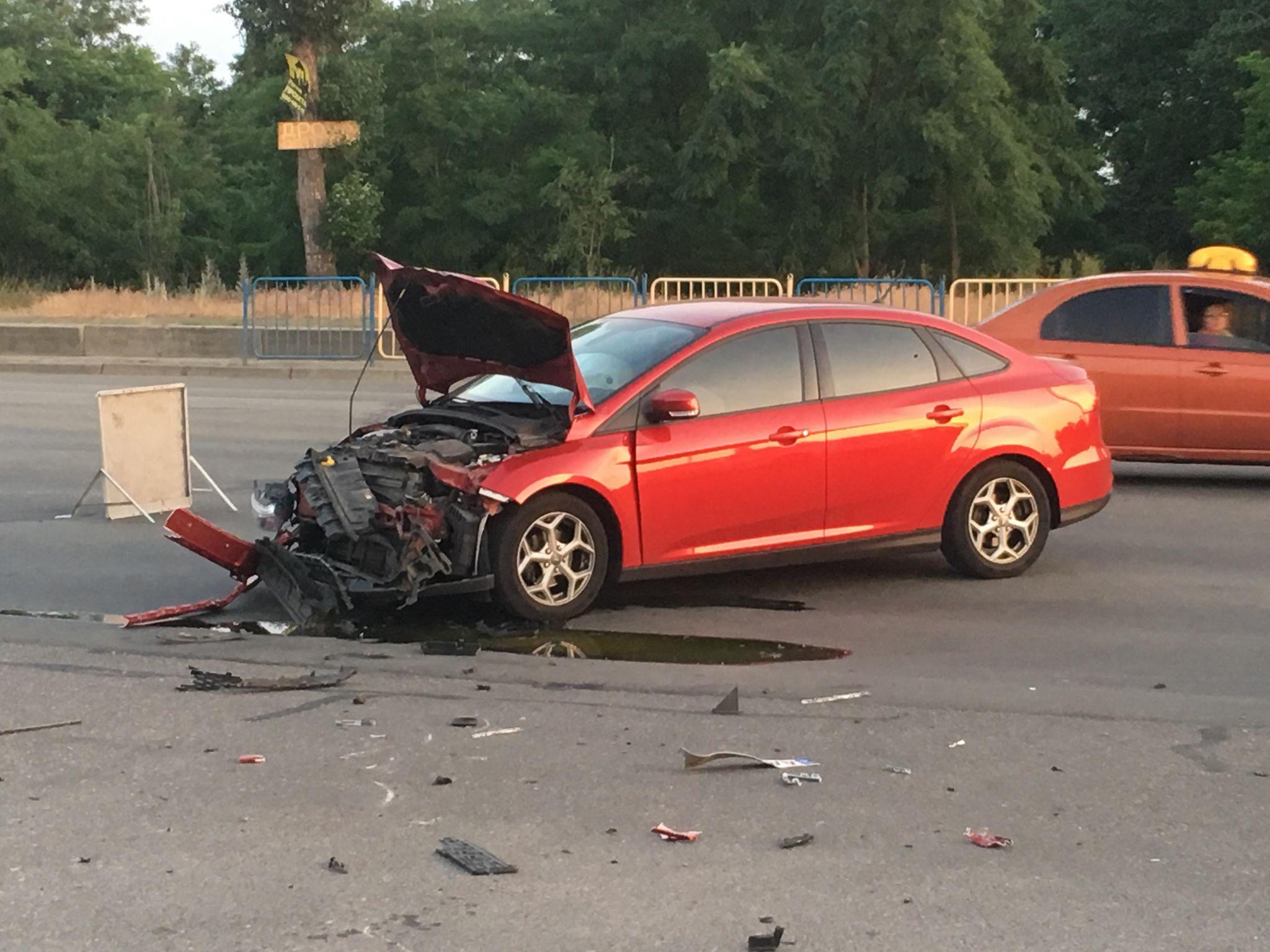 Ford Focus поворачивал на Здолбуновского и не пропустил байк