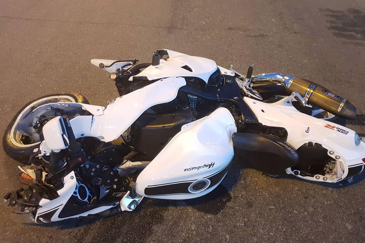На Столичном шоссе столкнулись автомобильMazdaи мотоцикл Suzuki