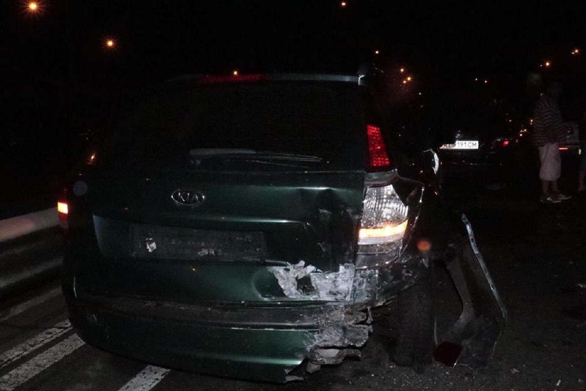 В момент аварии в KIA находилась девушка. Ее госпитализировали