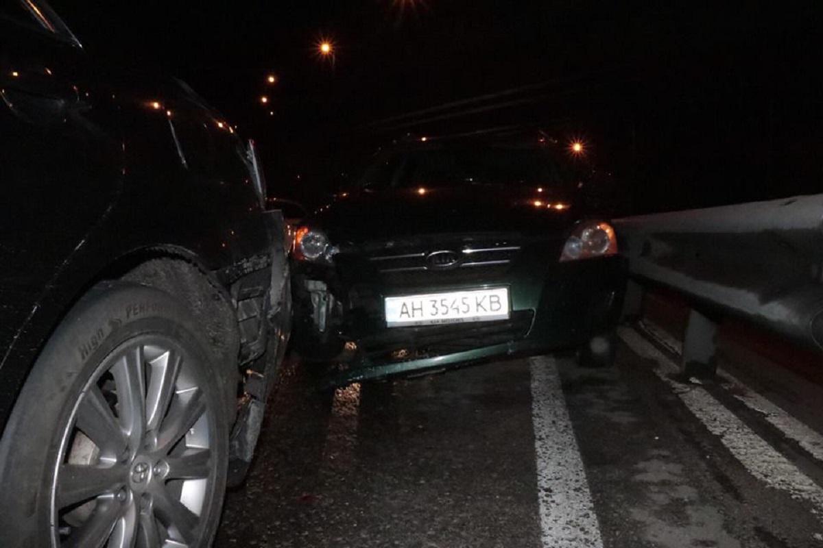 На Набережном шоссе столкнулись Toyota Camry, Mazda 3, KIA Ceed и Daewoo Lanos